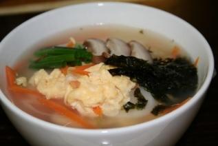 トックのレシピ ー 冬の暖かい韓国餅スープ。韓国風お雑煮(떡국)の作り方。