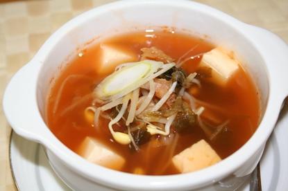 キムチクッ (김치국)のレシピ - あさっりして朝から元気が出るキムチスープの作り方